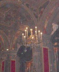 Uno dei 4 lampadari che costituiscono l'apparato del triduo