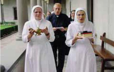 Madre Raffaella Pedrini (a sinistra) succede a madre Carlita Nicoli (a destra)