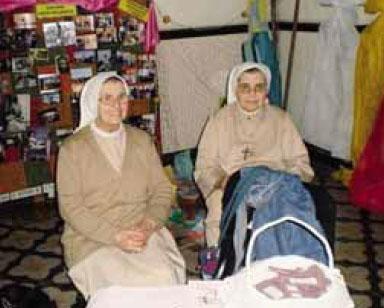 Da sinistra suor Valentina Rizzi e suor Cirilla Bertasa