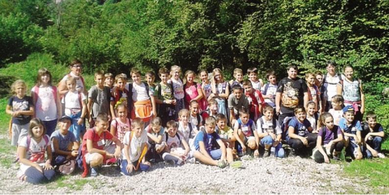 I bambini della scuola primaria di Cazzano Sant'Andrea in visita in Val Vertova