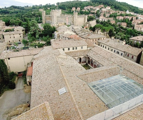 Veduta dall'alto del complesso di Sant'Agostino a Montalcino dove la  Edilmario sta realizzando la nuova sede del Consorzio del Brunello