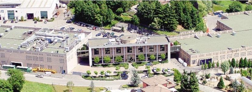 Il grande complesso che ospita la Tessitura a Gandino in cui attualmente lavorano 130 dipendenti