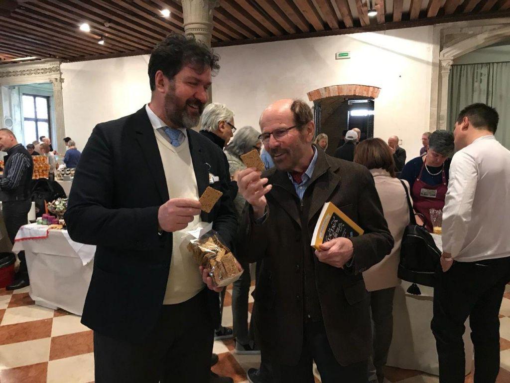 Antonio Rottigni (a sinistra) con Marcello Coronini alla presentazione degli Scarfogli