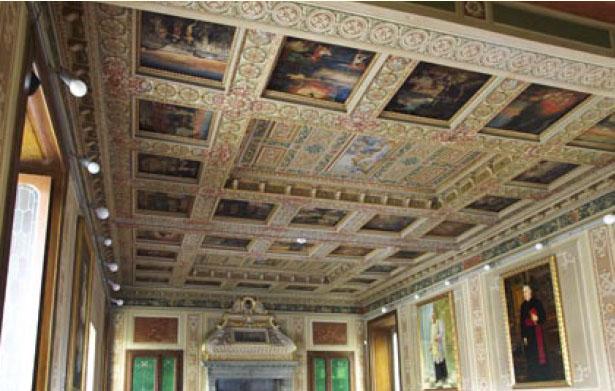 Soffitto a cassettoni della sala a piano terra