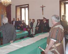 Un momento della cerimonia di consegna del riconoscimento da parte dell'Amministrazione comunale a Don Francesco e a Don Pietro