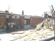 Il Bar Sport con buona parte del tetto scaraventata sul piazzale antistante