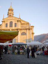 Alcuni degli stands allestiti sul segrato della Basilica