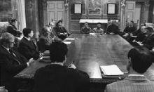 Un'immagine del vertice tra il prefetto, i sindaci e una delegazione di imprenditori della media Valseriana (foto Bedolis)