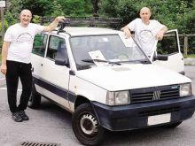 li organizzatori del raduno, Mario Canali e Ivan Moretti, con la storica Panda di Luigi Colombi di Cirano