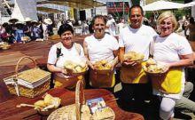 I panettieri bergamaschi con i loro prodotti a Expo, in piazza Italia