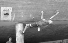 Uno dei «ragni» impegnati nell'arrampicata della gara di Gandino