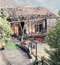 La casa danneggiata a Barzizza