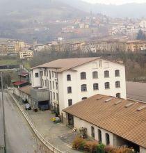 L'area di Fondovalle e in primo piano lo stabilimento della «Nuova Gandiplast»