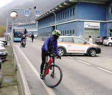Il tratto di strada provinciale della Val Gandino, a Casnigo, dove sabato ha perso la vita la giovane barista
